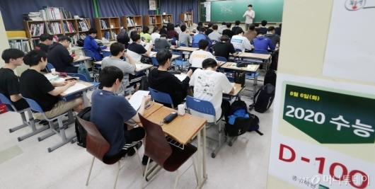 [사진]'수능 D-100' 수업에 열중하는 수험생들!