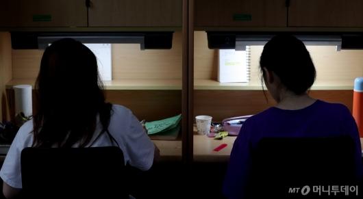 [사진]'꺼지지 않는 독서실 조명'