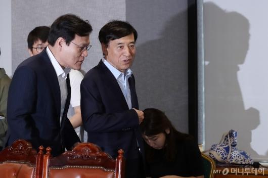 [사진]이야기하는 최종구 위원장-이주열 총재
