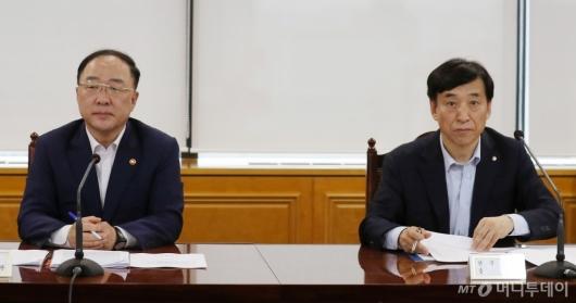 [사진]홍남기 부총리-이주열 총재 '긴급거시경제점검회의' 참석