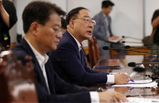 [사진]홍남기 부총리, 긴급거시경제점검회의서 발언