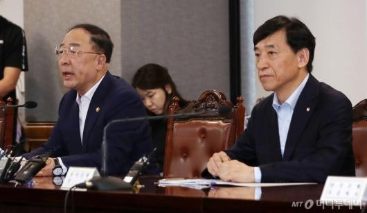 [사진]긴급거시경제점검회의 참석한 홍남기-이주열