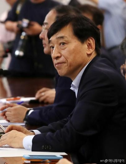 [사진]이주열 한은 총재, 긴급 금융회의 참석