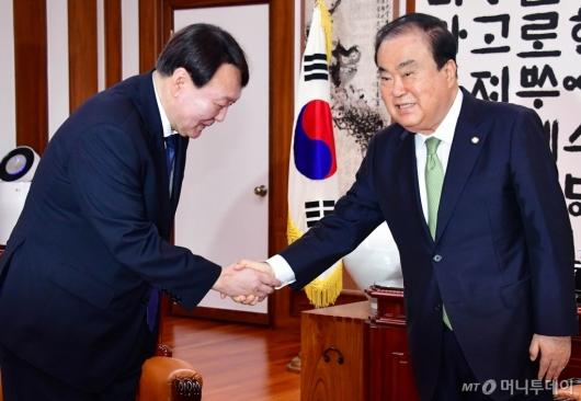 [사진]국회의장 예방하는 윤석열 검찰총장