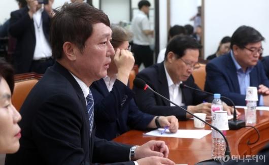[사진]일본경제침략대책 마련하는 최재성