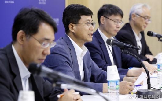 [사진]발언하는 박종석 부총재보
