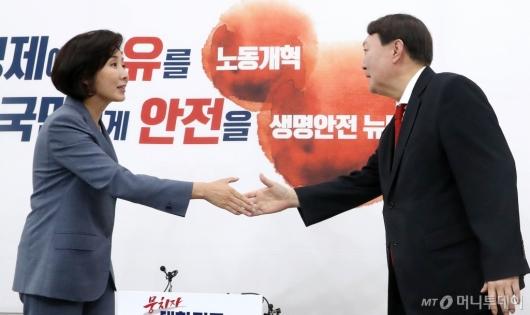 [사진]나경원 원내대표 예방하는 윤석열 총장