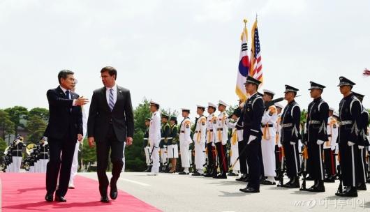 [사진]의장 사열 받는 마크 에스퍼 美 국방부 장관