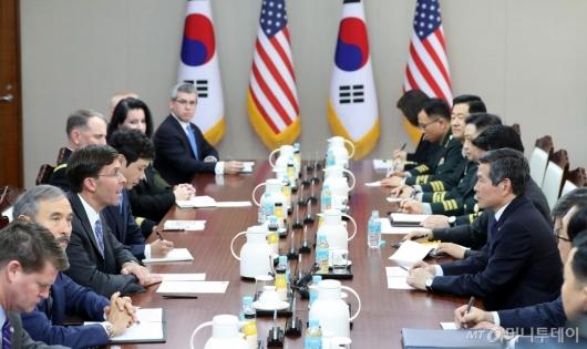 [사진]회담하는 한-미 국방부 장관