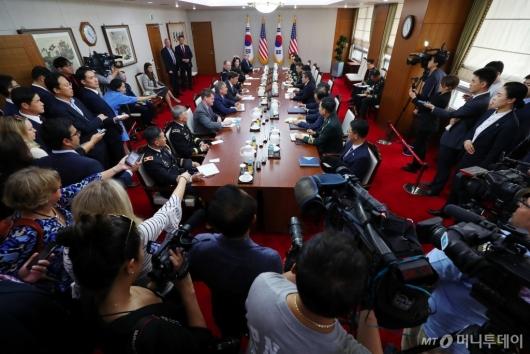 [사진]한-미 국방부 장관 회담 '뜨거운 취재 열기'