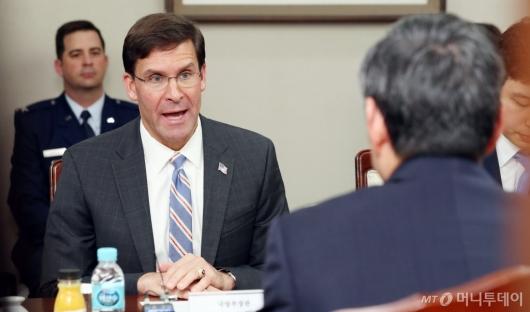 [사진]인사말 하는 마크 에스퍼 美 국방부 장관