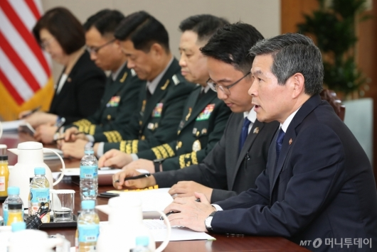[사진]발언하는 정경두 장관