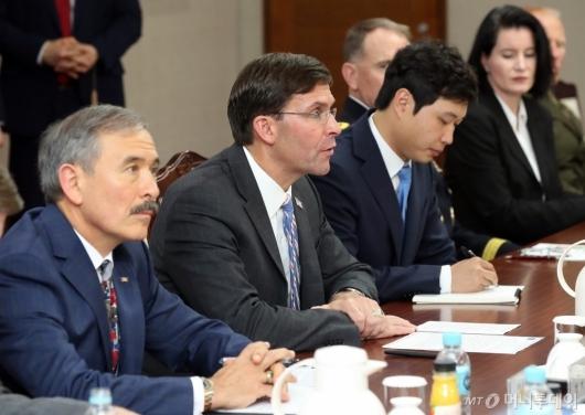 [사진]발언하는 마크 에스퍼 美 국방부 장관