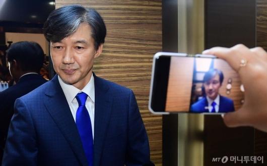 [사진]법무부 장관 후보자 조국 '인사청문회 준비 시작'