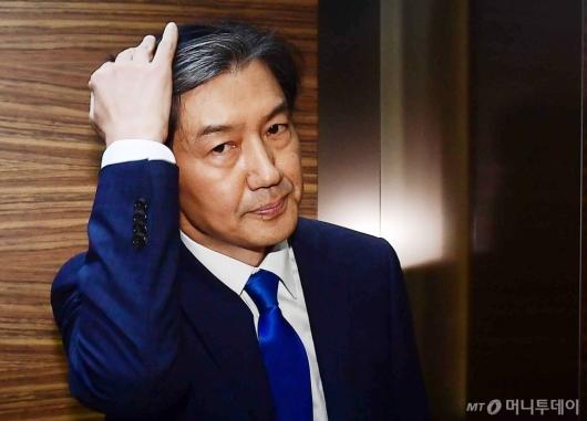 [사진]첫 출근하는 조국 법무부 장관 후보자