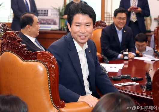 [사진]미소 짓는 이인영 원내대표