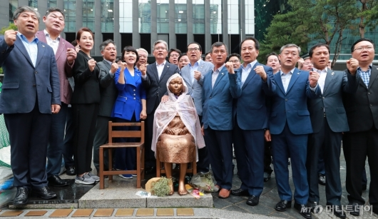 [사진]日 아베정부 규탄하는 전국시·도의회 의장들