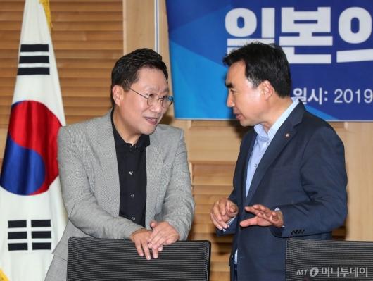 [사진]대화하는 양정철-윤관석