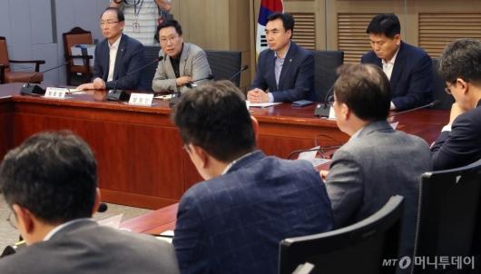 [사진]일본수출규제대응 경제정책 간담회 발언하는 양정철