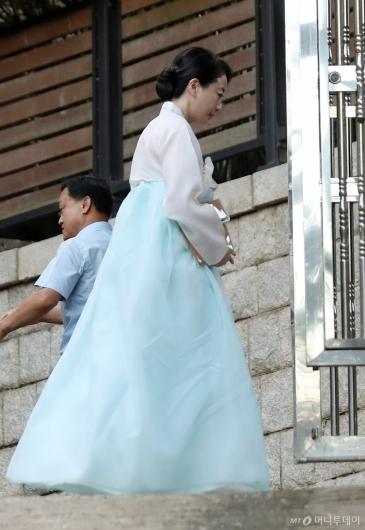 [사진]故정주영 회장 자택 들어서는 노현정