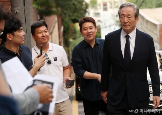 [사진]취재진 만난 정몽준 이사장