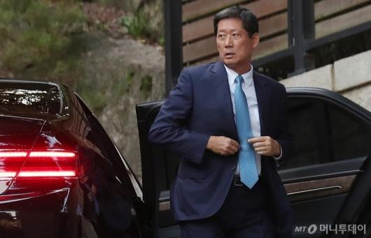 [사진]정몽윤 사장, 故변중석 여사 12주기 제사 참석