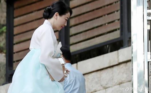 [사진]故변중석 여사 제사 참석하는 노현정 전 아나운서