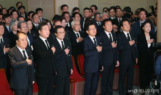 [사진]DJ 서거 10주기 추도식 참석한 여·야5당 대표들