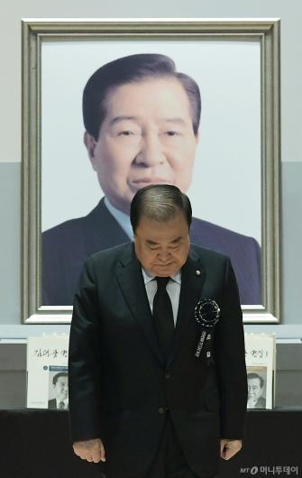 [사진]DJ서거 10주기 추도사 마친 문희상 의장