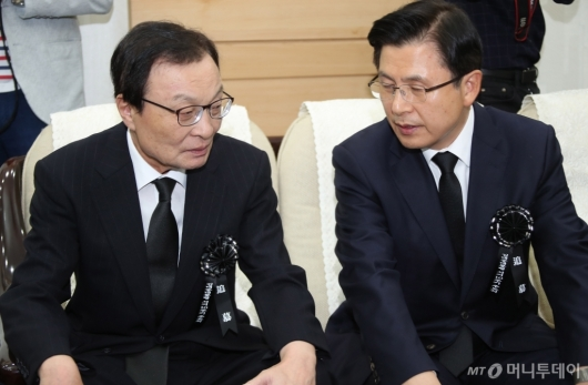 [사진]대화하는 이해찬-황교안 대표