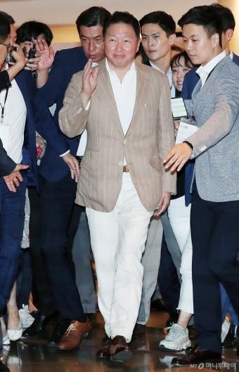 [사진]'이천포럼' 참석하는 최태원 회장