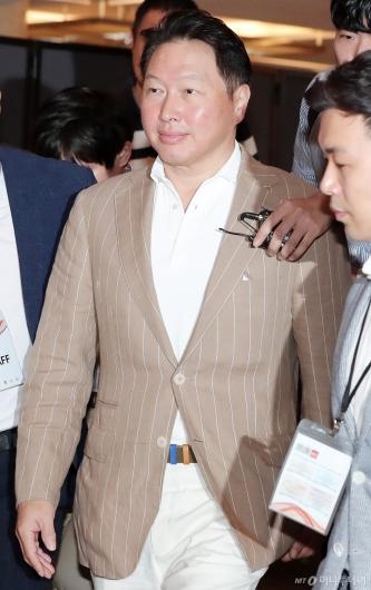 [사진]최태원 회장 '이천포럼 참석'
