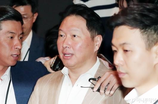 [사진]제3회 SK이천포럼 참석하는 최태원 회장