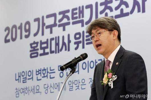 [사진]인사말하는 강신욱 통계청장