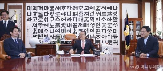 [사진]자유한국당, 국회의장-3당 교섭단체 원내대표 회동 불참