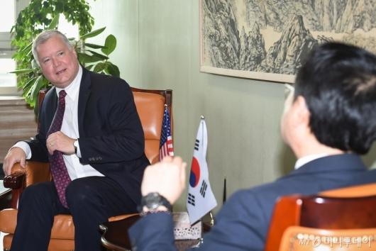 [사진]이도훈 본부장 만난 스티븐 비건 美 대북정책특별대표