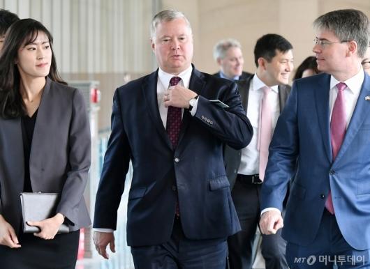 [사진]외교부 찾은 스티븐 비건