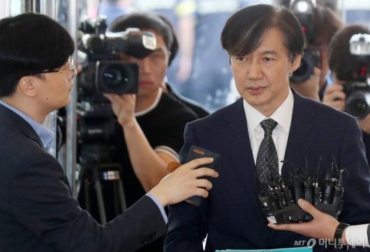 [사진]조국 '사모펀드 의혹, 청문회서 밝힐 것'