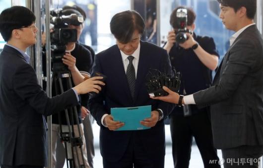 [사진]고개 숙인 조국 법무장관 후보자