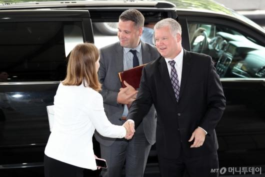 [사진]정부서울청사 도착한 비건 미국 대북특별대표