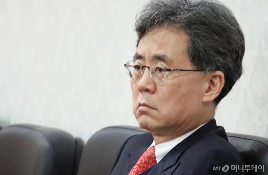 [사진]굳은 표정의 김현종 '지소미아 고민(?)'