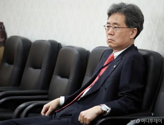 [사진]스티븐 비건 기다리는 김현종 2차장