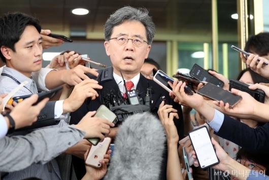 [사진]질문에 답하는 김현종 국가안보실 2차장