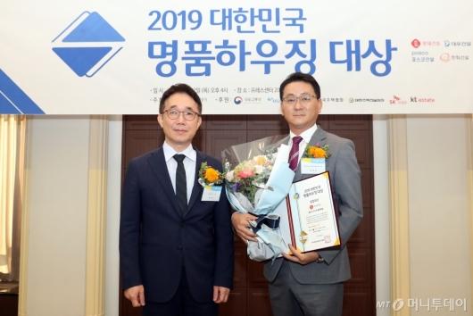 [사진]롯데건설, '2019 대한민국 명품하우징 대상' 종합대상 수상