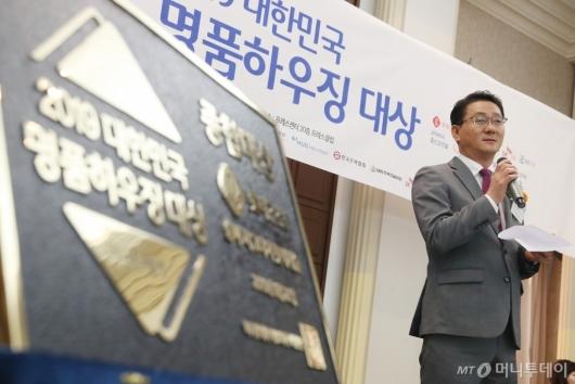 [사진]수상소감 말하는 유재용 롯데건설 상무