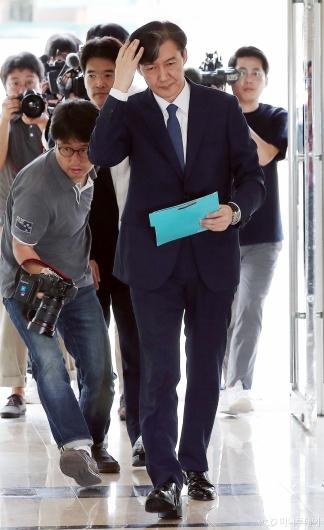[사진]인사청문회 준비하는 조국 후보자