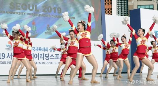 [사진]치어리딩 선보이는 중국