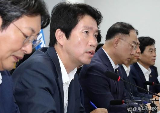 [사진]예산안 편성 관련 발언하는 이인영