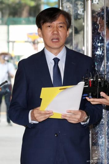 [사진]검찰개혁 방안 발표하는 조국 후보자