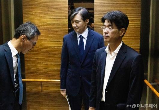 [사진]출근하는 조국 법무장관 후보자